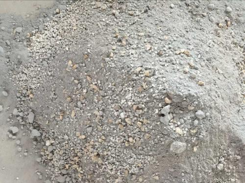 红柱石骨料粒度对莫来石-刚玉材料抗热震性的影响